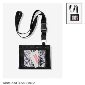 💗VS Pink snake print cardholder w/ blk lanyard